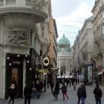 Typisch beeld van het toeristische Wenen, met op de achtergrond de Hofburg.